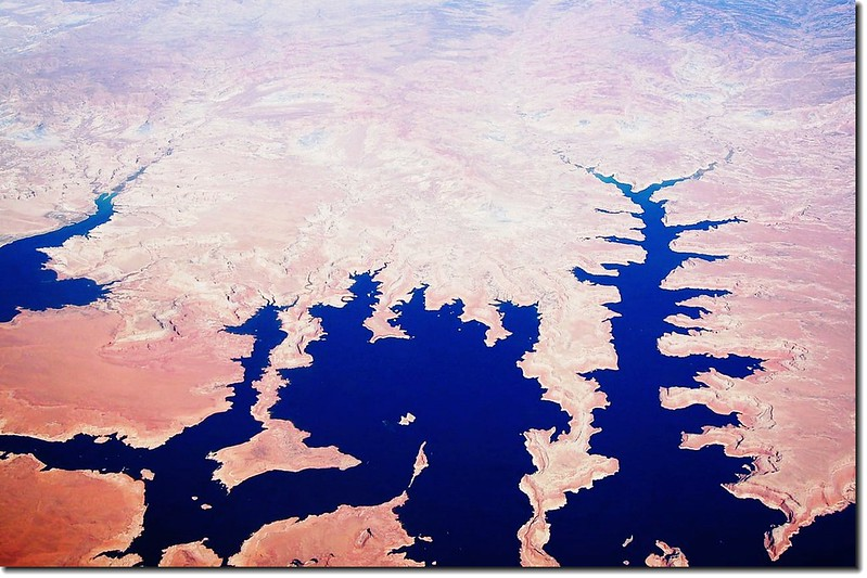 Lake Powell(AZ) from the air 5
