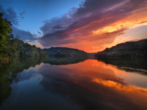 sunset water reflections sunsetreflection northernkentucky covingtonky kentoncounty covingtonkentucky doerunlake doerunlakecovingtonkentucky