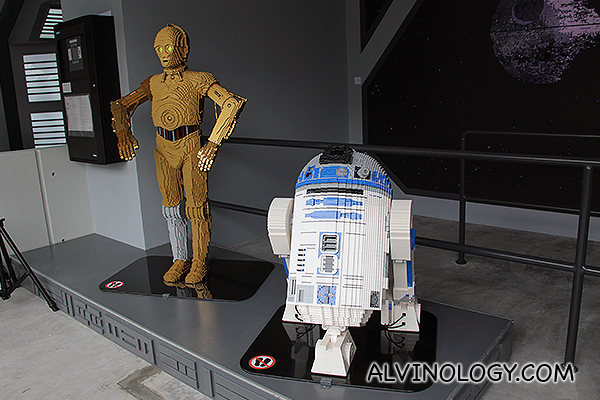 Closer look at R2D2 and C3PO