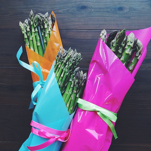 Spring, my lovelies, most certainly has sprung! New season asparagus out of Victoria, let the feasting begin. Thanks for the lovely bouquets @aussieasparagus   (Hint: keep an eye out for Aussie - not South American - spears, origin is listed on the tag)