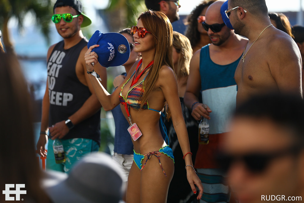 Aruba's EF 2014 Yet another poolparty at the Renaissance...