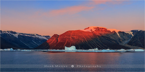morning red mountain snow cold ice water sunrise canon landscape dawn glow glory peaceful tranquility peak arctic greenland fjord serene iceberg icebergs rode eastgreenland scoresbysund røde floydian leefilters canoneos1dsmarkiii henkmeijer kangertittivaq