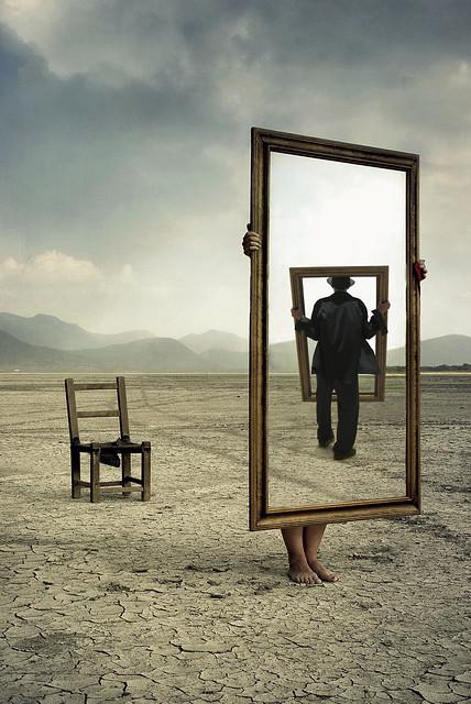 Nadie conoce a su espejo hasta que lo rompe by saul landell for Espejo que se rompe solo