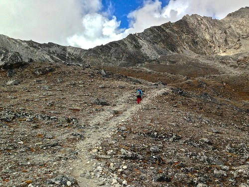 hiking towards Kongma La Pass