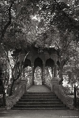 park parque trees blackandwhite españa blancoynegro spain árboles europe pavilion kiosk es bandstand kiosko albacete jardinillos templete cruzadas parquedelosjardinillosdelaferia