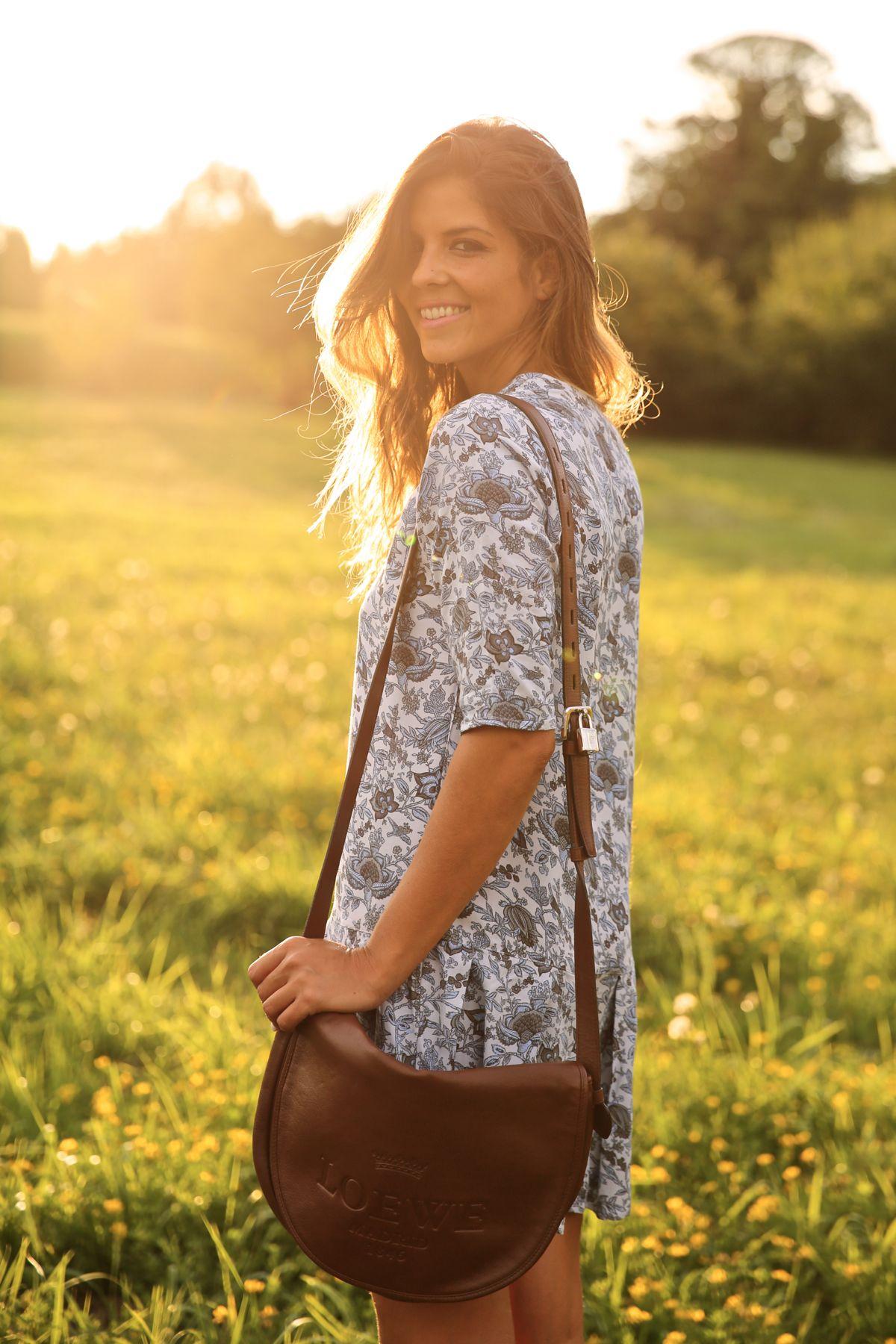 trendy_taste-look-outfit-street_style-ootd-blog-blogger-fashion_spain-moda_españa-cowboy-campero-sendra-cowboy_boots-botas_camperas-loewe-bag-bolso-vestido_flores-flower_print-dress-4