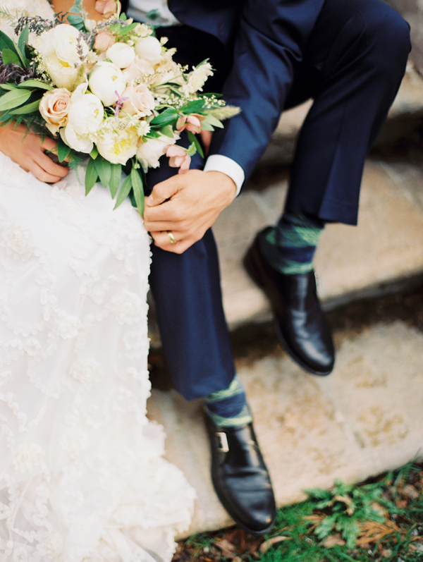 elegant-wedding-navy-groom-suit-ideas