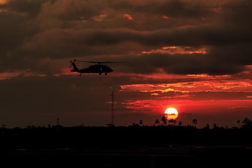 sunset pordosol brazil fab brasil bra ms campogrande h60 forcaaereabrasileira brazilianairforce h60lblackhawk sbcg h60l fotopaulorezende sikorskyh60lblackhawk