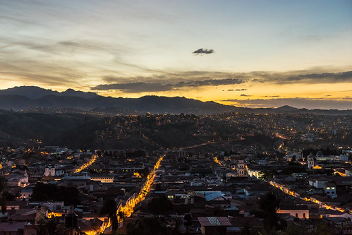 sucre bolivia sunset posta puesta sol mirador recoleta viewpoint twilight crepuscle crepusculo dusk vespre anochecer unesco world heritage patrimonio patrimoni humanidad humanitat