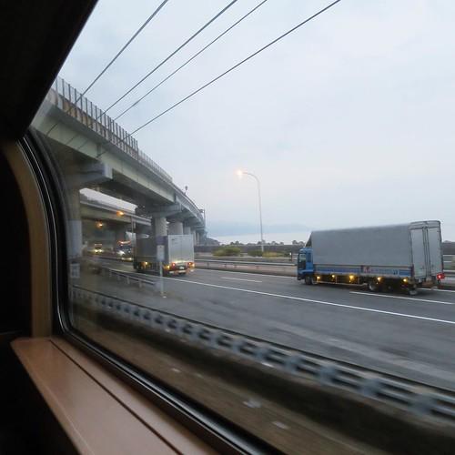 そして、迎えた朝。日本国内で初めて乗ったかも、寝台列車。アメリカで列車の旅はしたことあるけど。