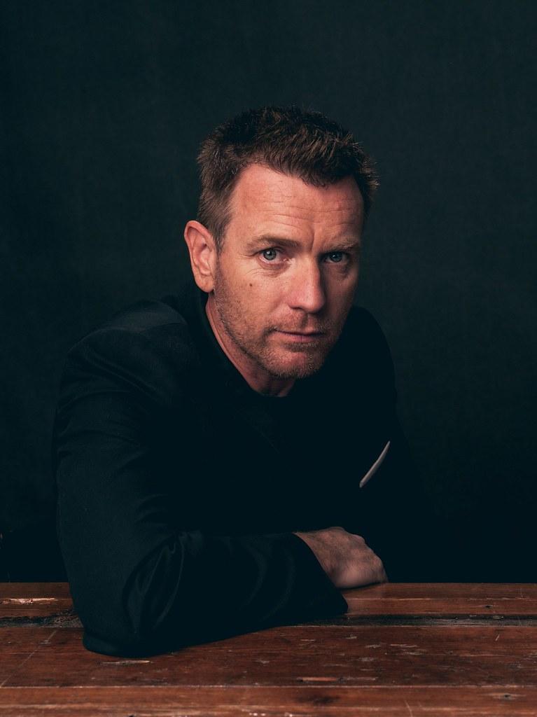 Юэн МакГрегор — Фотосессия для «Американская пастораль» на «TIFF» 2016 – 9