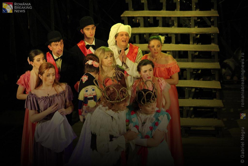 Tetrul_Nottara_si-a_ridicat_oficial_cortina_Trupa_Teatrului_Ginta_Latina_din_Chosinau (25)