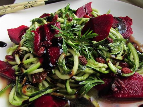 (100% raw) vegan zucchini pasta with wild garlic and barberry