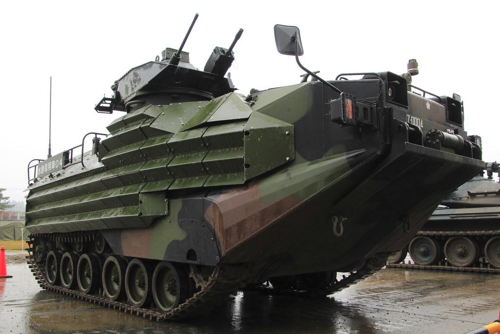 JGSDF AAV7 97-0004