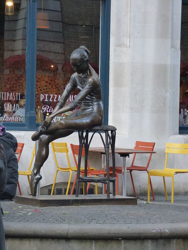 Bow Street, Covent Garden, London - bronze statue - Young Dancer