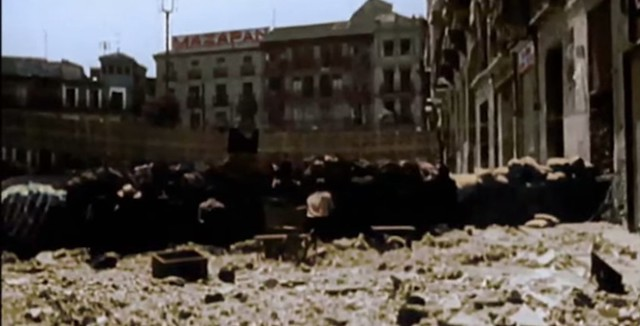 Barricada en Zocodover. Captura de un vídeo real a color de la Guerra Civil en Toledo en el verano de 1936