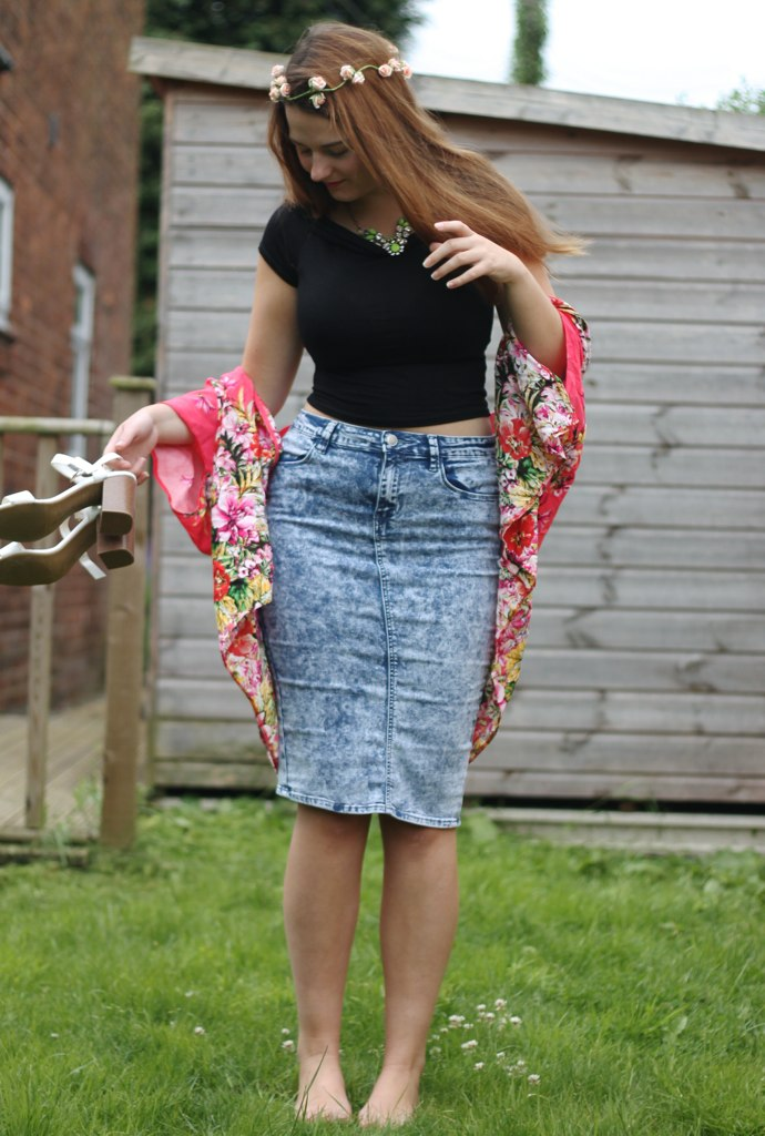 Denim pencil skirt outfit with crop top
