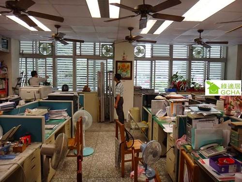 11個人的辦公空間,裝設排氣扇、吊扇、循環扇共30台,結果室內33℃!圖片來源:邱繼哲