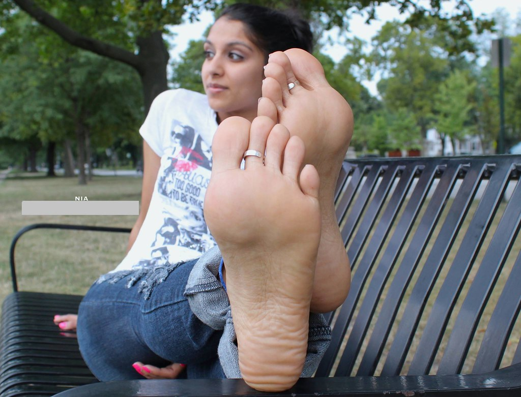 Arab foot worship 21 year old refugee in my 10