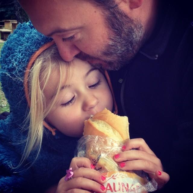 Dag 47. Een tankstationbroodje van 650 euro gekocht. Niet te vreten, maar we leven van de liefde. #67daysofsummer