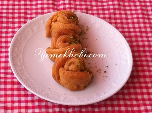 tatlı tarifleri şuruplu tatlılar şerbetli tatlılar irmikli tatlı tarifleri gül tatlısının yapımı gül tatlısının yapılışı gül tatlısının malzemeleri gül tatlısı tarifi resimli gül tatlısı tarifi bayramda hangi tatlıyı yapsam bayramda hangi tatlı yapılır bayram tatlısının yapımı bayram tatlısı bayram tatlıları