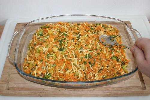 42 - Mit Gemüsemischung bedecken / Cover with vegetable mix