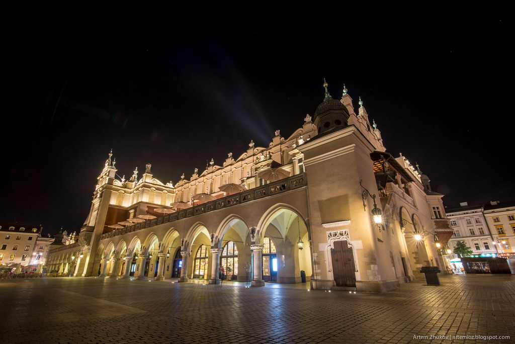 Krakow at night-12.jpg