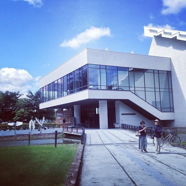 札幌国際芸術祭の会場の、北海道立近代美術館へ。
