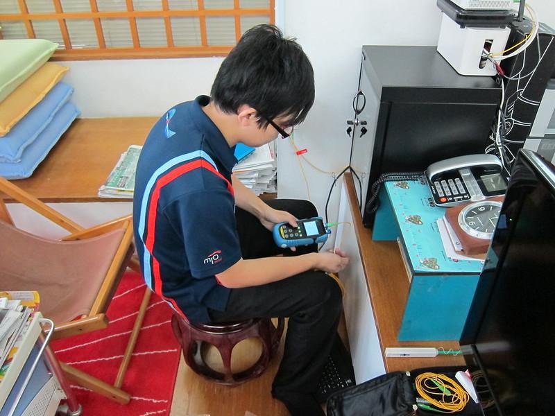 SingTel Technician Testing The Optical Signal Using Optical Power Meter