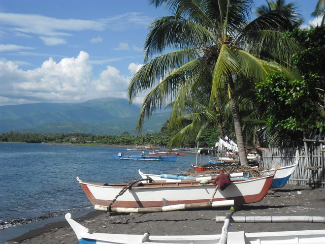 Parked fishing boats, Balingasag, Misamis Oriental, Philippines. Photo by Dorcas Trinidad, WorldFish.