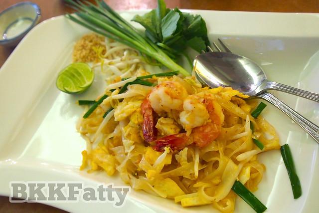 chef can's demonstration pad thai result at Naj