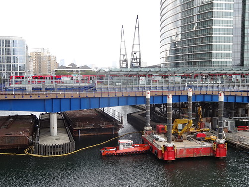 09h - West India Quay station from Canary Wharf Crossrail station