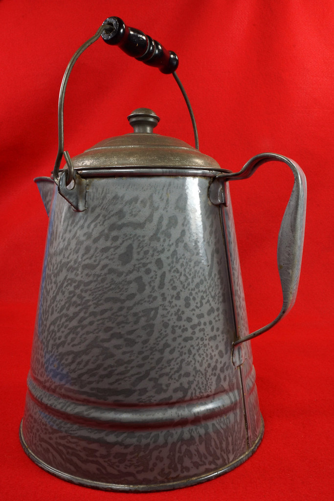 RD14935 Antique Large Gray Graniteware Coffee Pot with Lid & Black Wood Handle  DSC07534