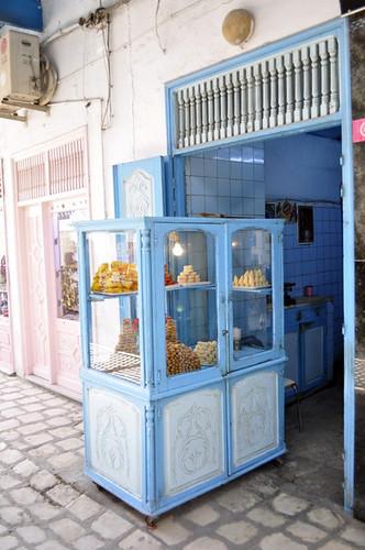 Puerto de dulces árabes en la Medina de Kairouan Kairouan, la cuarta ciudad más santa de la fe musulmana - 13941890290 d59c740b6a - Kairouan, la cuarta ciudad más santa de la fe musulmana