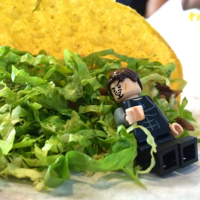 fresh greens, crispy taco shell, tender beef. ahhh, this is the life.