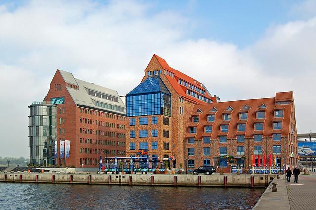 Photo:Rostock - ehemaliges Speichergebäude am Stadthafen By Pixelteufel