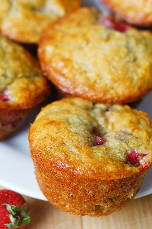 strawberries, berries, summer recipes, summer desserts, summer muffins