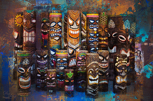 Image of totem poles in front of a store in St. Augustine, Florida