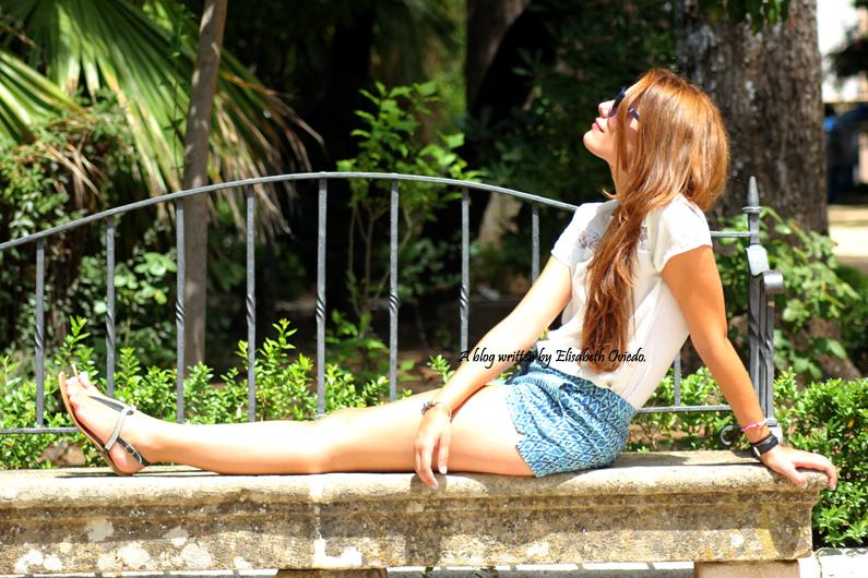 shorts-azules-con-estampado-paseo-por-Ronda-HEELSANDROSES-(4)