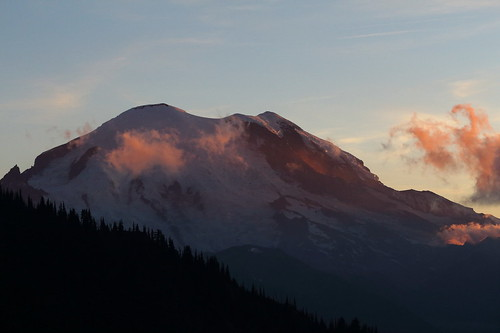 sunset mountains hike mountrainier mountrainiernationalpark backpack nationalparks wsweekly97