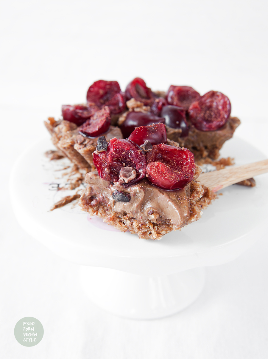 Raw mini tarts with chocolate cream and cherries