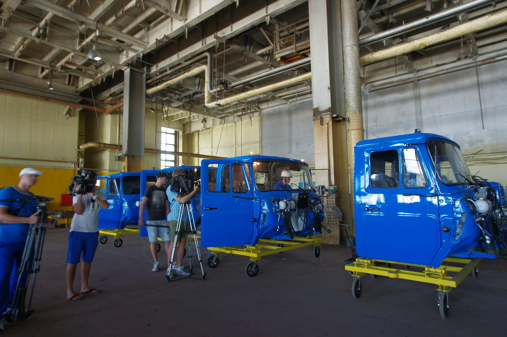 Телеканал Москва-24 снимает проверку электрооборудования кабины