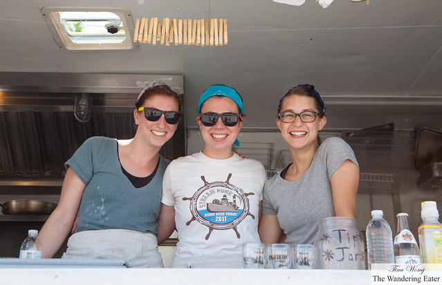 The adorable ladies of Hola Arepa truck