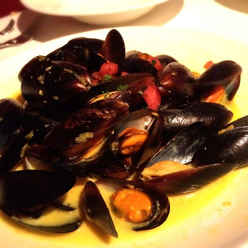 Mussels in saffron cream sauce