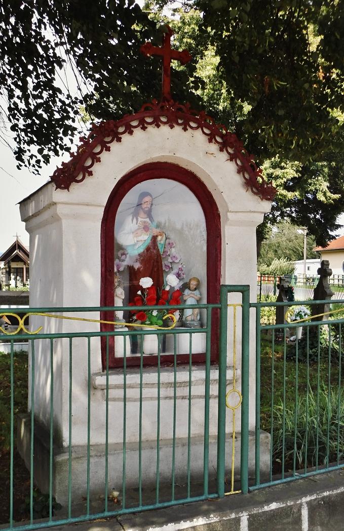 Kaplnka Ježišovho srdca pred kostolom