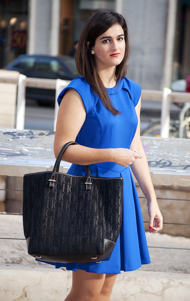 something fashion valencia blogger blue dress ted baker kipp bella thorne, carolina herrera sweedy bag fblogger spain clubmaster rayban get the look celebrity style 2013