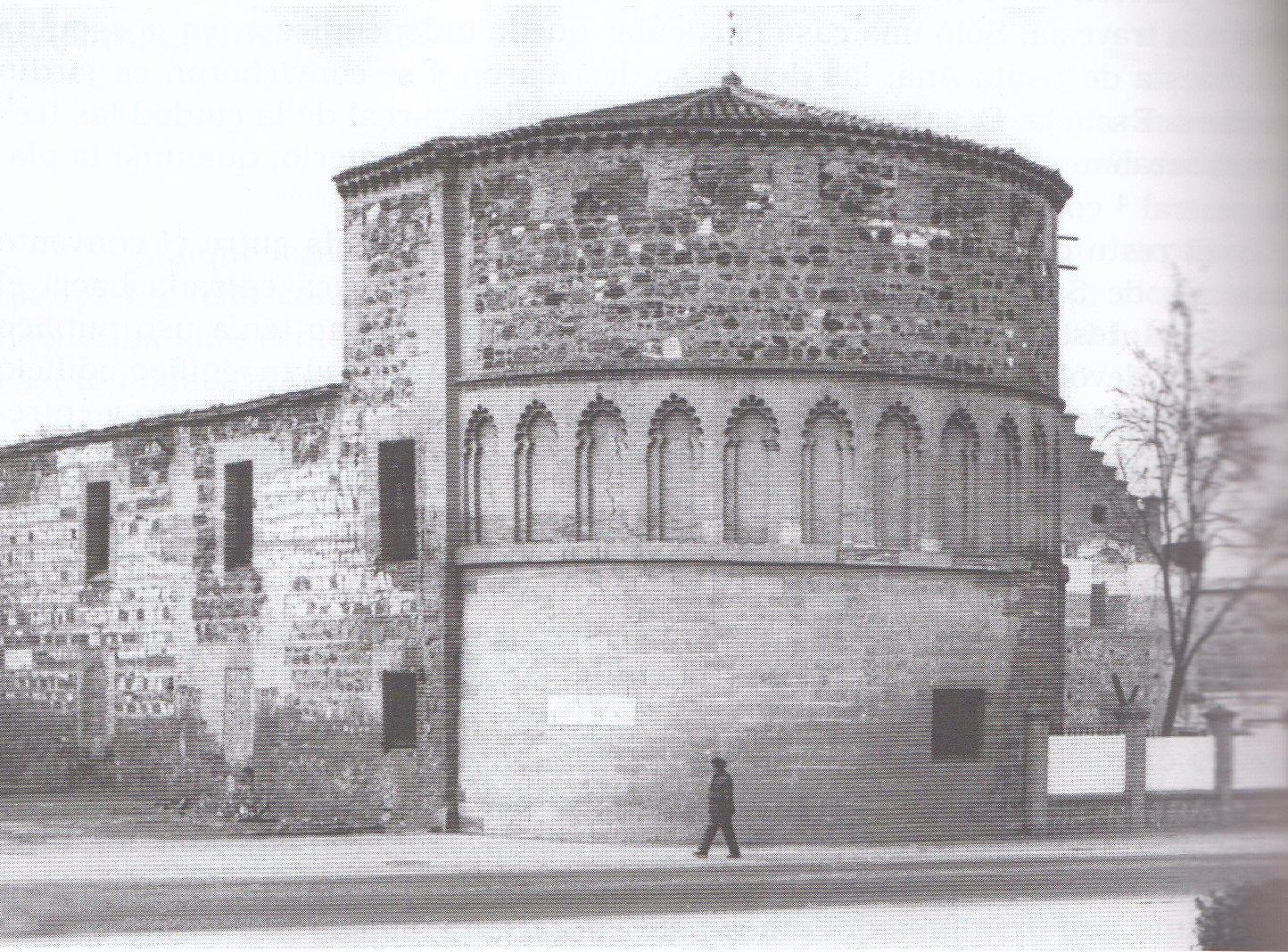 Ábside del Hospital de San Lázaro antes de ser hotel. Foto Villasante