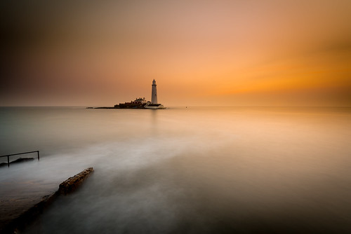 longexposure lighthouse fog sunrise dawn causeway stmarys whitleybay
