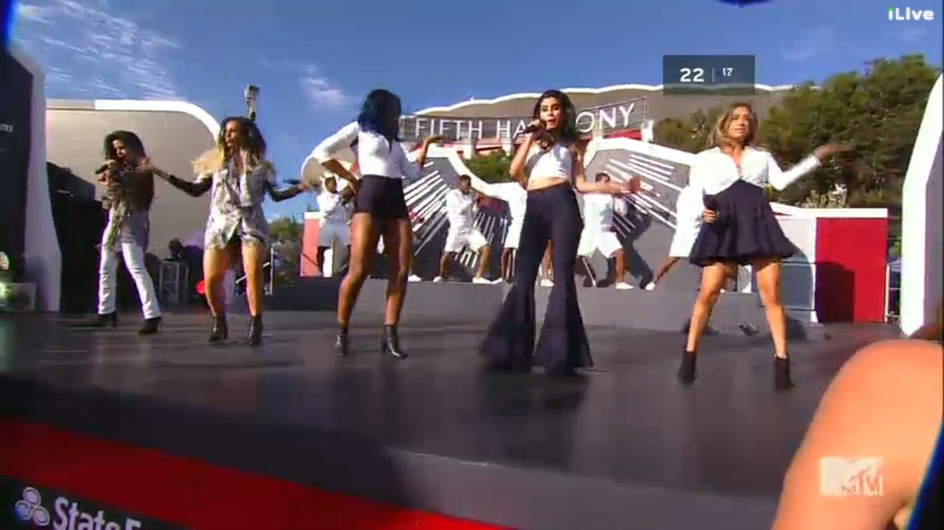 a051afc381e MTV VMAs 2014  Red Carpet – Hums of Sum