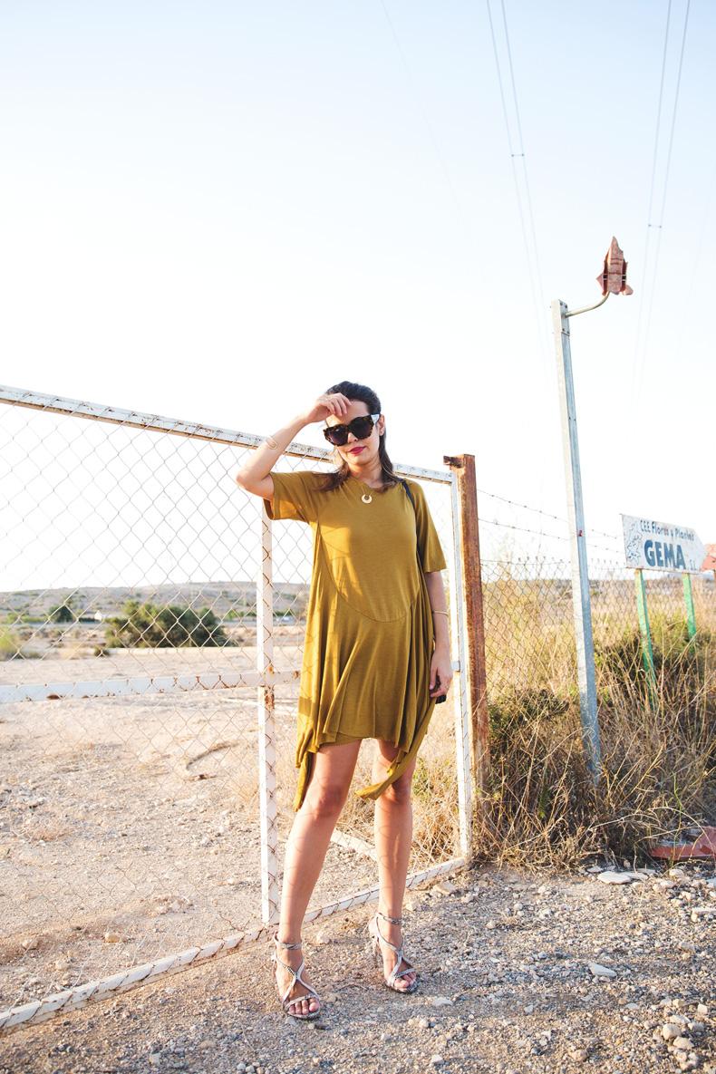 KHAKI_Dress-Trend-Snake_Sandals-11